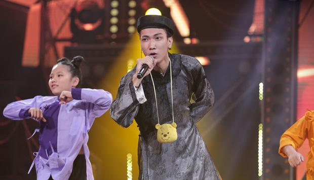 Thầy giáo Nam (Gonzo) sáng dạy học tối đi diễn của Rap Việt khoe BST giấy khen, chứng chỉ dày cộm thời sinh viên, sốc nhất là điểm thi đại học - Ảnh 2.