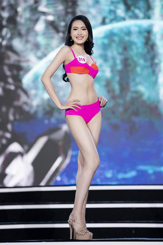 Clip bóc trần body dàn thí sinh Hoa hậu Việt Nam 2020 khi diện bikini ngoài đời, đôi chân của các người đẹp gây choáng - Ảnh 6.