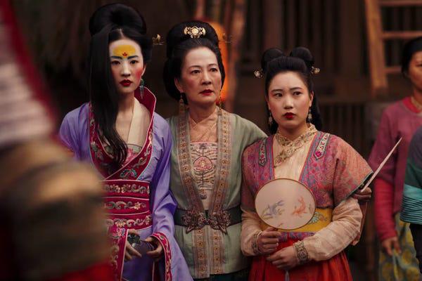 Yến Vân Đài vậy mà giống Mulan đến lạ: Hai chị đại siêu mê cưỡi ngựa bắn cung, sẵn bẫy luôn anh tướng quân đẹp trai? - Ảnh 10.