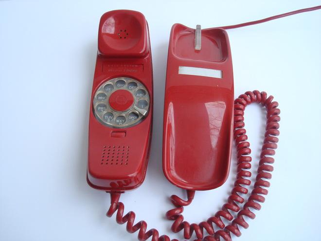 Chán smartphone, cô nàng nổi hứng tự chế điện thoại quay số đồ cổ lai tạp chuẩn xịn vintage - ảnh 2