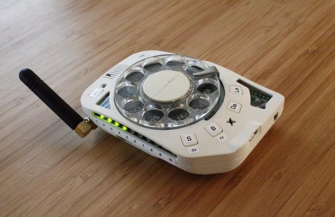 Chán smartphone, cô nàng nổi hứng tự chế điện thoại quay số đồ cổ lai tạp chuẩn xịn vintage - ảnh 13