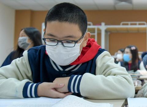 Học sinh 17 tỉnh, thành sẽ đi học lại từ ngày 17/2 sau 2 tuần nghỉ để phòng ngừa dịch Covid-19 - ảnh 1
