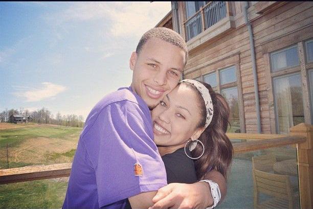 Ngôi sao bóng rổ Stephen Curry và câu chuyện tình cọc đi tìm trâu kéo dài hơn một thập kỷ khiến ai cũng phải ao ước - ảnh 2
