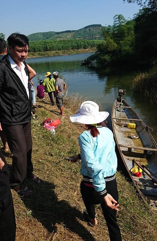 Nóng: Lật thuyền ở Huế, đôi vợ chồng chết đuối, 1 người mất tích - ảnh 1