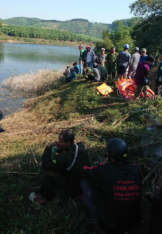 Nóng: Lật thuyền ở Huế, đôi vợ chồng chết đuối, 1 người mất tích - Ảnh 2.