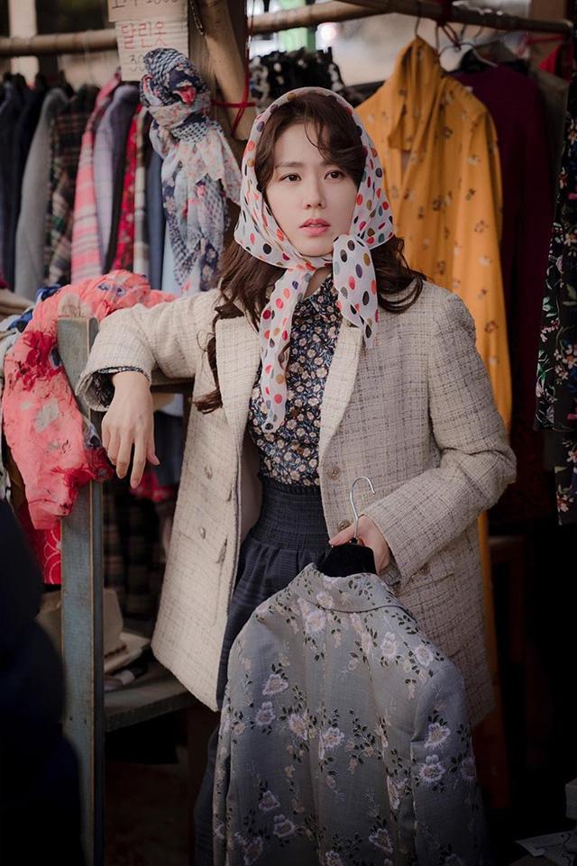 Phim gần hết mà set đồ hơn 100 triệu Son Ye Jin mặc khi rửa bát vẫn khiến dân tình trầm trồ không ngớt - ảnh 3