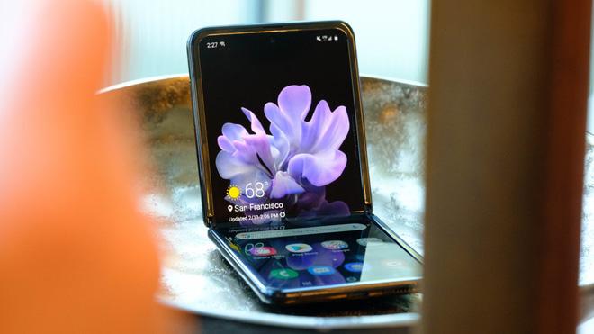 Samsung Galaxy Z Flip thành công vượt mong đợi, cháy hàng ngay sau khi mở bán tại Mỹ và Hàn Quốc - ảnh 1