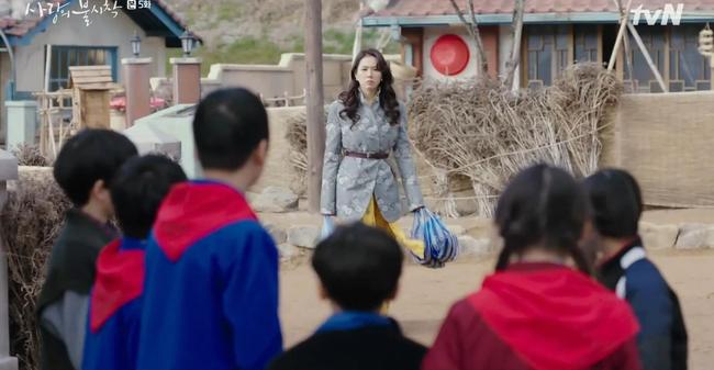 Phim gần hết mà set đồ hơn 100 triệu Son Ye Jin mặc khi rửa bát vẫn khiến dân tình trầm trồ không ngớt - ảnh 6