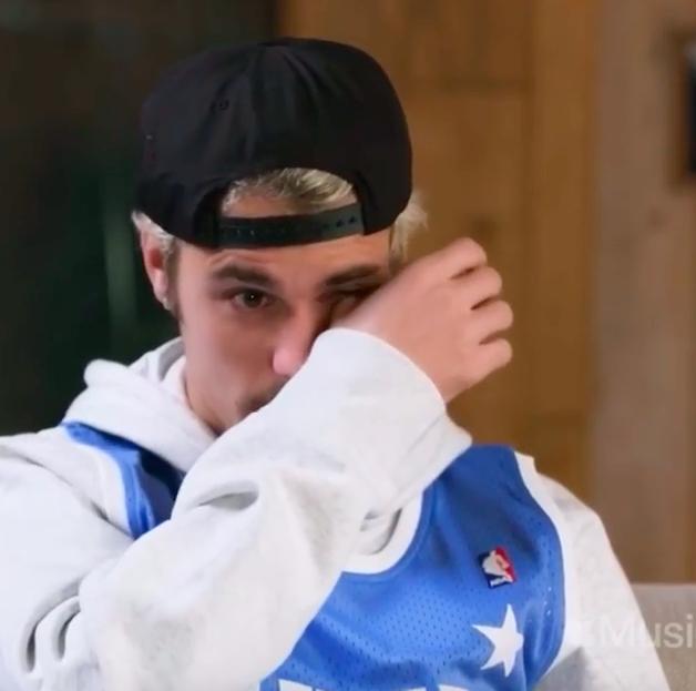 """""""Thiên tài Grammy"""" Billie Eilish đăng clip Justin Bieber khóc, nhưng có gì đặc biệt mà khiến cả 2 vợ chồng chủ nhân hit Yummy vào thả tim? - ảnh 1"""