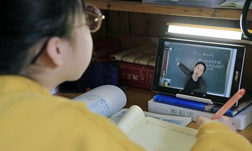 Được nghỉ học do virus rồi lại phải học online, học sinh Trung Quốc kéo đàn kéo đống vào rate 1 sao cho bõ tức - ảnh 1