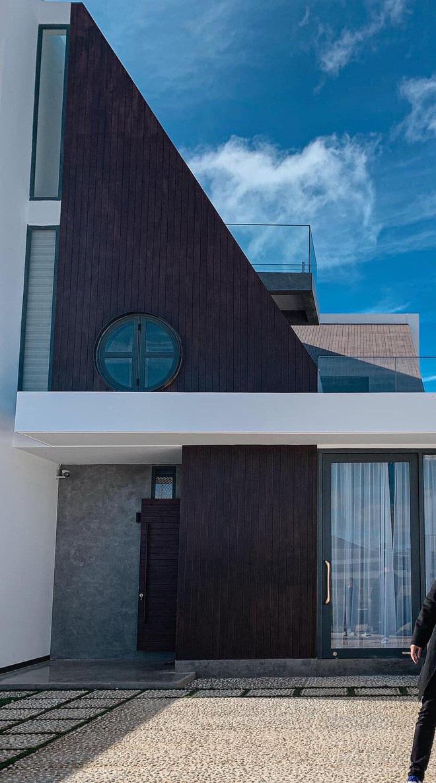 Mọi ngóc ngách trong biệt thự mới của Tóc Tiên tại Đà Lạt: Thiết kế hiện đại sang trọng, 90% đều bằng gỗ - ảnh 1