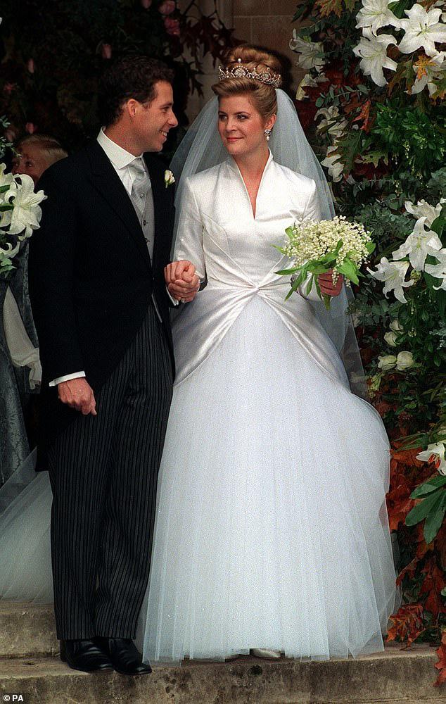 Nỗi buồn hoàng gia Anh: Thêm một cặp đôi ly hôn sau 26 năm chung sống, vợ chồng Meghan Markle lại bị xướng tên - ảnh 2