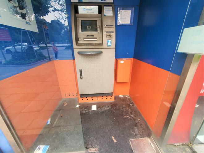Tiếp xúc hàng trăm người/ngày nhưng ATM không có nước sát khuẩn, cồn rửa tay phòng Covid-19 - ảnh 14