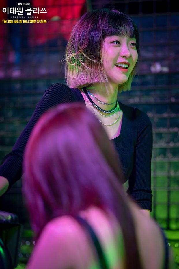 Sốc nặng vì chiều cao chuẩn siêu mẫu của điên nữ Tầng Lớp Itaewon, chị em vứt liêm sỉ đòi Kim Da Mi làm... chồng? - ảnh 1