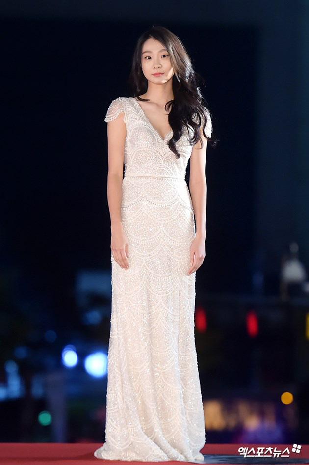 Ngất lịm loạt ảnh nữ quái Kim Da Mi đi thảm đỏ Oscar Hàn: Body nóng bỏng, chân dài 1m7 hóa ra bị Park Seo Joon dìm - ảnh 2