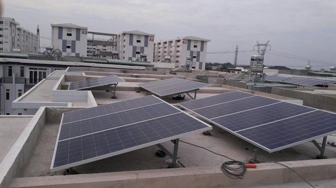 Những tấm pin mặt trời sẽ ngày càng trở nên kém hiệu quả hơn khi Trái đất nóng lên - ảnh 1
