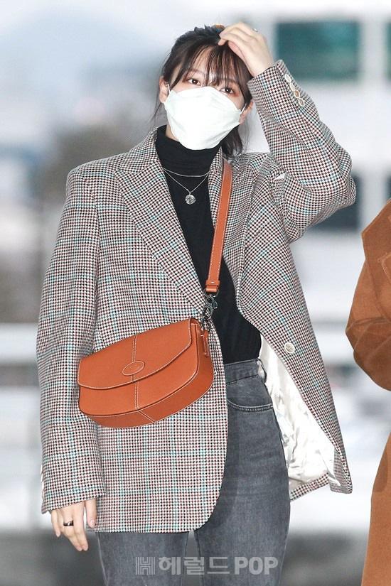 Màn đụng độ hot nhất ngày: Jennie hóa rich kid, mỹ nhân đẹp nhất thế giới năm 2019 và TWICE có cân được BLACKPINK? - Ảnh 23.