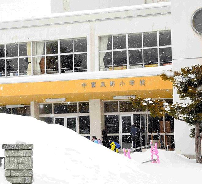 Nhật Bản có 4 trẻ em nhiễm virus corona, giới chức khuyên phụ huynh nên cho con nghỉ học nếu có triệu chứng bệnh - ảnh 1