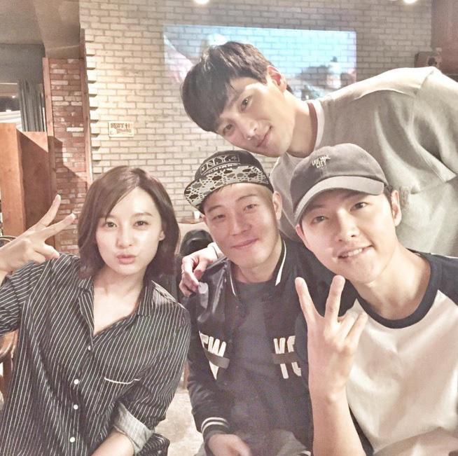Ác nam Tầng lớp Itaewon: Người mẫu body hot 1000 độ, thân với Kim Woo Bin, Song Joong Ki và thầm crush Song Hye Kyo - ảnh 19