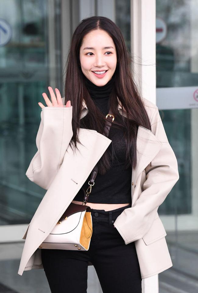 Nhờ áp dụng một chiêu bài mà style sân bay của Park Min Young cứ ngày một sang xịn, bạn học theo là dứt khoát lên đời phong cách - ảnh 1