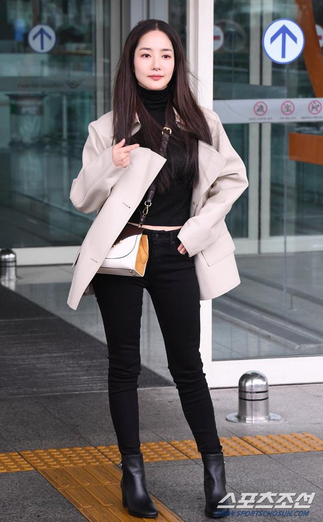 Nhờ áp dụng một chiêu bài mà style sân bay của Park Min Young cứ ngày một sang xịn, bạn học theo là dứt khoát lên đời phong cách - ảnh 2