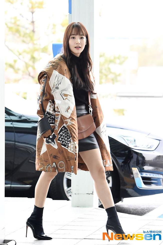 Nhờ áp dụng một chiêu bài mà style sân bay của Park Min Young cứ ngày một sang xịn, bạn học theo là dứt khoát lên đời phong cách - ảnh 3