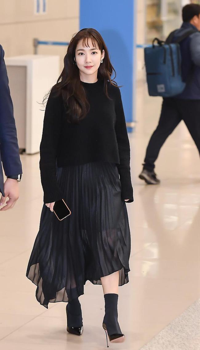 Nhờ áp dụng một chiêu bài mà style sân bay của Park Min Young cứ ngày một sang xịn, bạn học theo là dứt khoát lên đời phong cách - ảnh 4