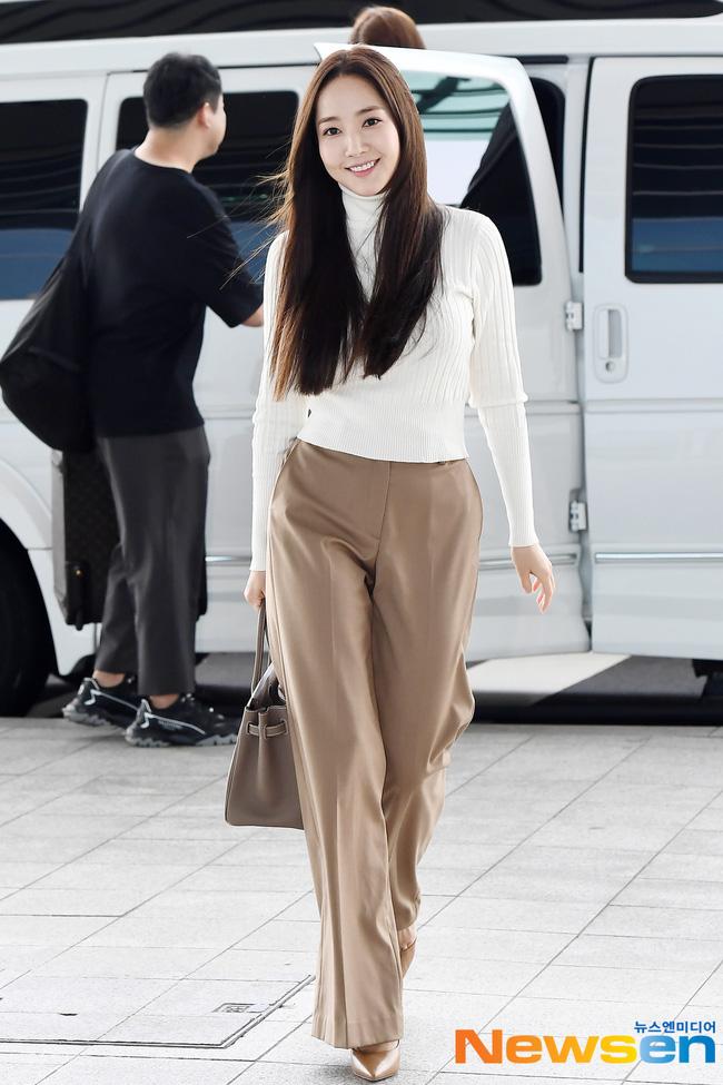 Nhờ áp dụng một chiêu bài mà style sân bay của Park Min Young cứ ngày một sang xịn, bạn học theo là dứt khoát lên đời phong cách - ảnh 5