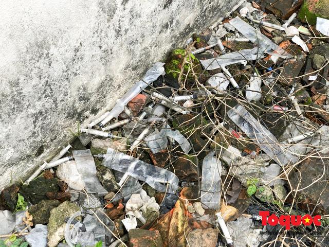 Kim tiêm nguyên máu tươi bủa vây cổng bệnh viện Bạch Mai - ảnh 9