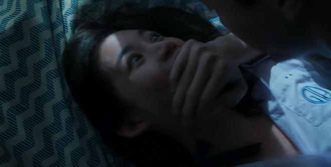 6 cảnh gây ám ảnh tột độ ở Girl From Nowhere: Từ giành nhau uống máu tươi đến chôn sống bạn thân mình - ảnh 1