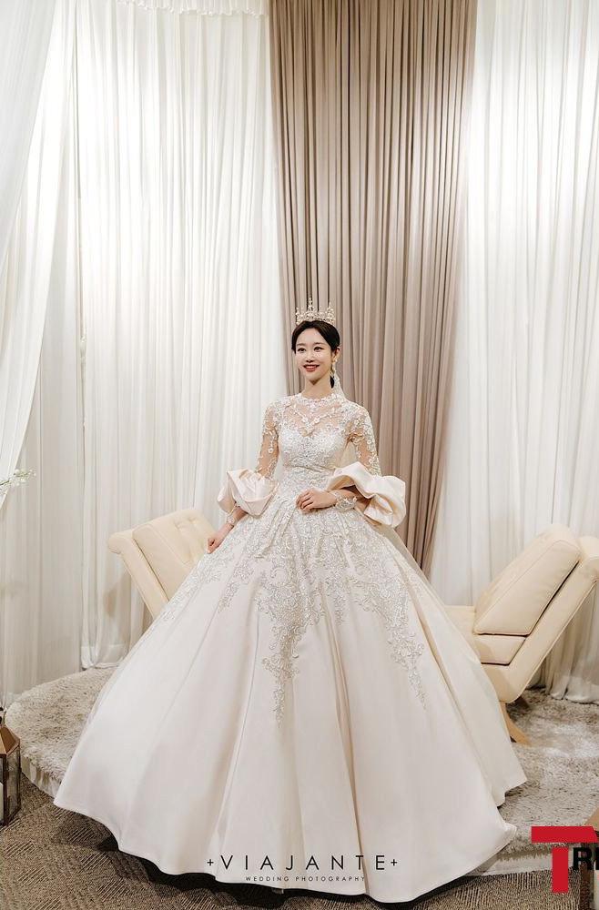 Sao nữ vô danh bỗng nổi như hiện tuợng nhờ bộ ảnh cưới đẹp như cổ tích: Nhìn váy cưới, quy mô hôn lễ là biết không phải dạng vừa! - ảnh 2