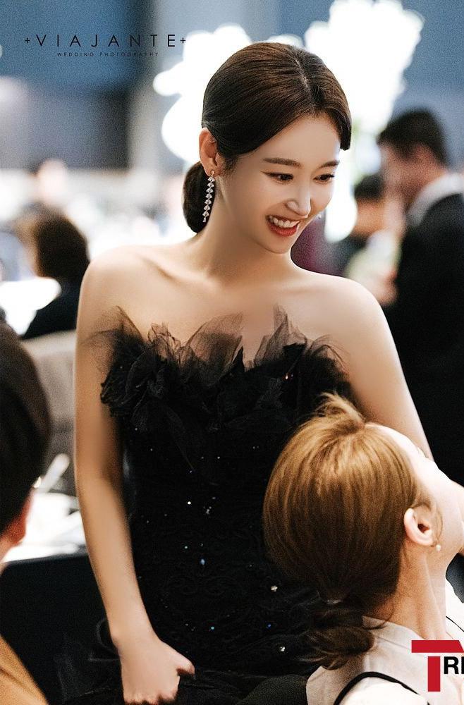 Sao nữ vô danh bỗng nổi như hiện tuợng nhờ bộ ảnh cưới đẹp như cổ tích: Nhìn váy cưới, quy mô hôn lễ là biết không phải dạng vừa! - ảnh 5