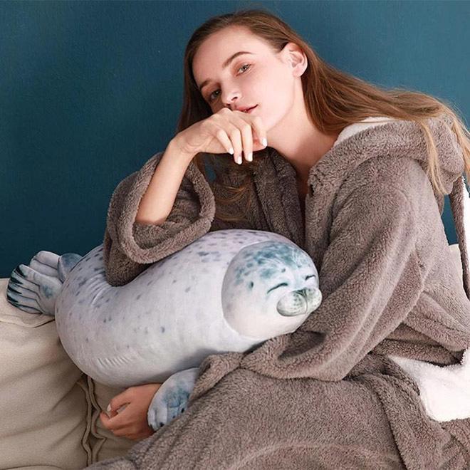 Chiếc gối ôm thương hiệu hải cẩu béo ú này đang làm mưa làm gió trên Internet vì độ mập mạp và dễ cưng của mình - ảnh 9