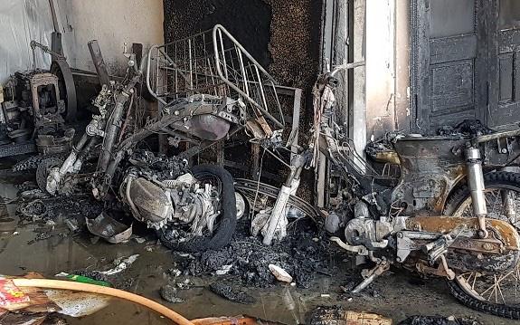 Lâm Đồng: Kho lạnh chứa hoa hồng cháy rụi, 3 trẻ em may mắn thoát nạn - Ảnh 2.