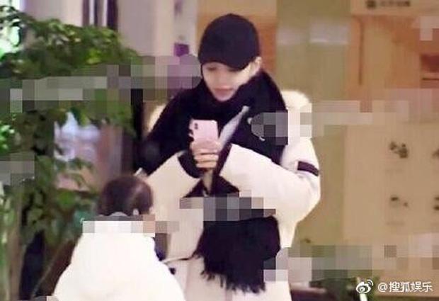 Sao thế giới gây bão khi lộ diện giữa tâm scandal: Taeyeon khóc nức nở, Seungri trang điểm kỹ, Lý Tiểu Lộ tỉnh bơ vui vẻ - ảnh 17