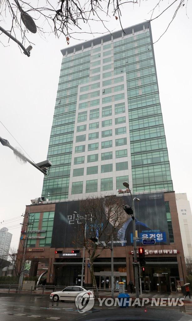Hàn Quốc: Một văn phòng nằm trong khu vực sầm uất trở thành ổ dịch virus corona lớn nhất Seoul, ít nhất 22 người nhiễm bệnh - Ảnh 2.