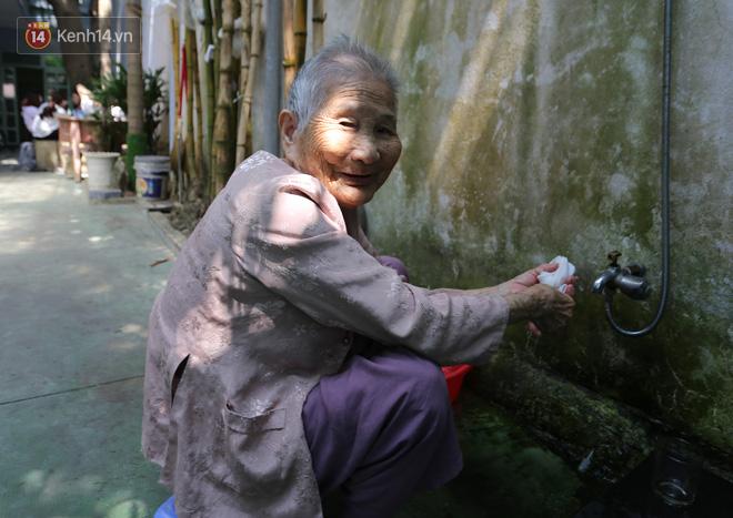 Gặp mẹ Việt Nam Anh hùng tặng hết tiền dành dụm để chống dịch: Hồi xưa mẹ nuôi bộ đội đánh Mỹ, giờ mẹ giúp nhà nước thắng giặc vi rút - Ảnh 5.