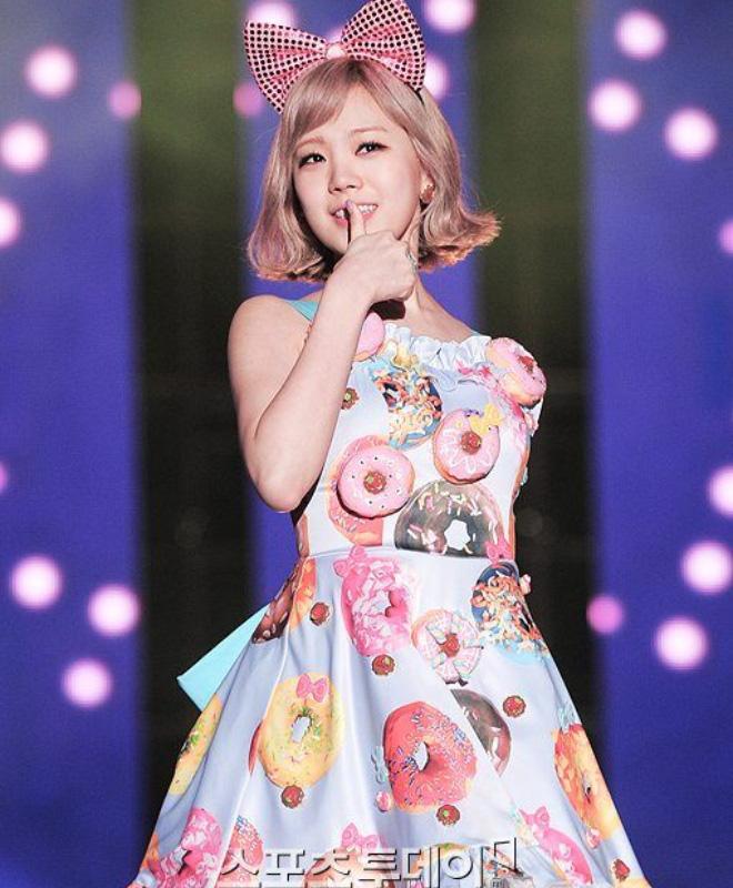 10 lần idol Hàn lên đồ khó cảm khiến netizen tự hỏi có stylist để chi - Ảnh 10.