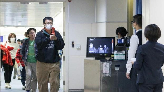 Nhiễm virus corona, hai chị em uống thuốc hạ sốt để che giấu triệu chứng trên chuyến bay từ Italy về Trung Quốc - Ảnh 1.