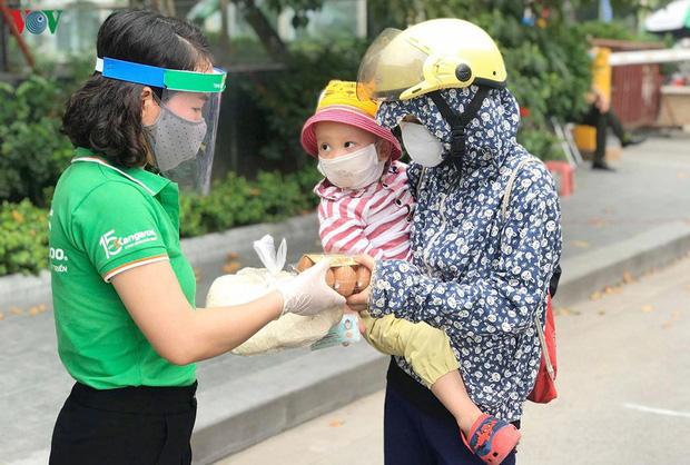 Dịch Covid-19 ngày 22/4: Tròn 6 ngày Việt Nam không có thêm ca nhiễm; TPHCM chuẩn bị lộ trình chuyển sang trạng thái bình thường mới - Ảnh 1.