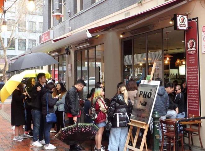 Tự hào khôn xiết với 3 thương hiệu đồ ăn uống Việt Nam đã xuất ngoại thành công, khách nước ngoài xếp hàng mua nườm nượp - Ảnh 3.