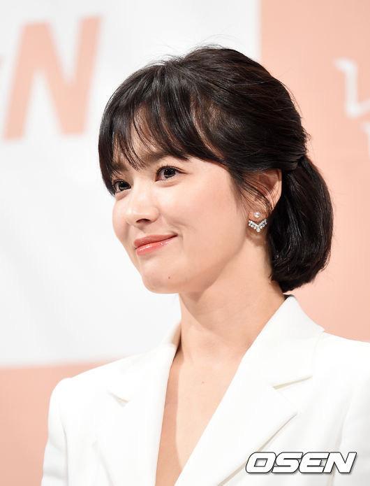 Chỉ mong Song Hye Kyo mãi nhẹ nhàng xinh đẹp tựa nữ thần, đừng 5 lần 7 lượt cố quá đến mức dọa fan thế này - Ảnh 13.