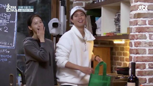 Xóm nghèo Reply 1988 thay đổi chóng vánh sau 5 năm: Choi Taek bị đồn phá hoại hạnh phúc gia đình Song Hye Kyo, nữ chính flop đi làm Youtuber - Ảnh 22.