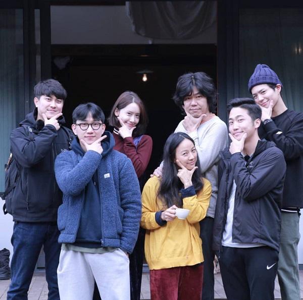 Xóm nghèo Reply 1988 thay đổi chóng vánh sau 5 năm: Choi Taek bị đồn phá hoại hạnh phúc gia đình Song Hye Kyo, nữ chính flop đi làm Youtuber - Ảnh 23.