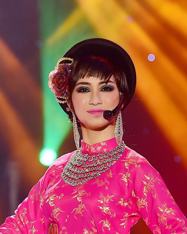Trước MV về Nam Phương Hoàng Hậu, Hòa Minzy từng gây bất ngờ với loạt sân khấu đậm chất dân tộc tại Gương mặt thân quen - Ảnh 4.