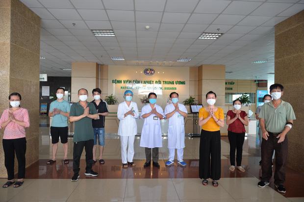 Thêm 8 bệnh nhân Covid-19 được công bố khỏi bệnh, Việt Nam chữa trị thành công 90% ca bệnh - Ảnh 1.