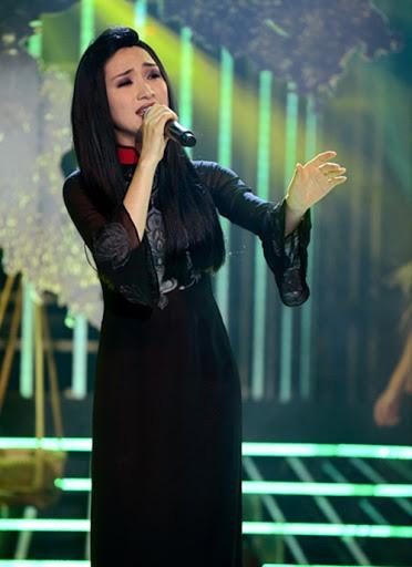 Trước MV về Nam Phương Hoàng Hậu, Hòa Minzy từng gây bất ngờ với loạt sân khấu đậm chất dân tộc tại Gương mặt thân quen - Ảnh 6.