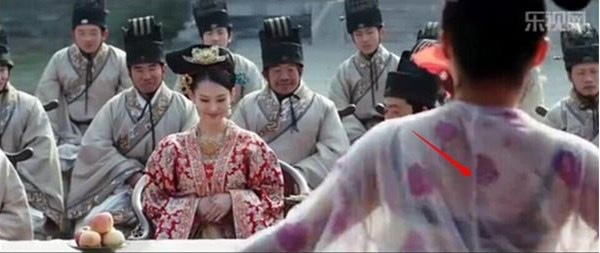 Coi mà tức với loạt lỗi trang phục ở phim Trung: Kéo tới pha rách áo của Địch Lệ Nhiệt Ba mà quạu á! - Ảnh 9.