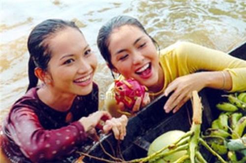 Đâu chỉ riêng cánh ca sĩ, cả làng phim Việt cũng chèo ghe họp chợ miền Tây, có cả khách mời đặc biệt là anh Lee Min Ho đây! - Ảnh 6.