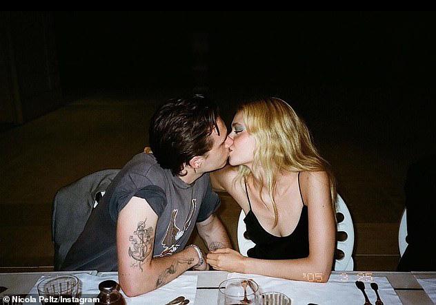 HOT: Brooklyn Beckham đã đính hôn với bạn gái thiên kim tiểu thư hơn 4 tuổi, vợ chồng Beckham nhiệt liệt chúc mừng - Ảnh 4.